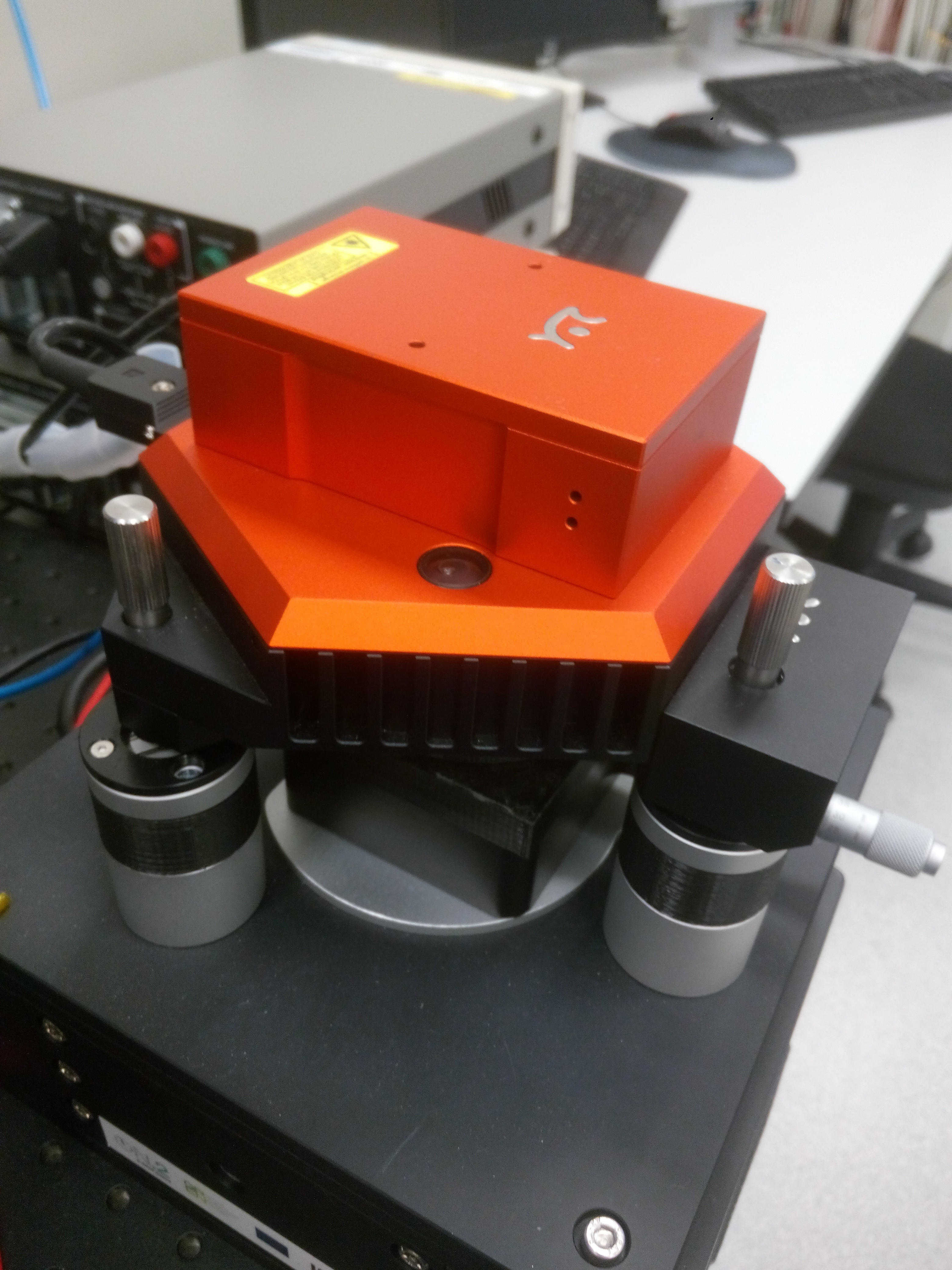 Picture of NanoSurf Flex AFM