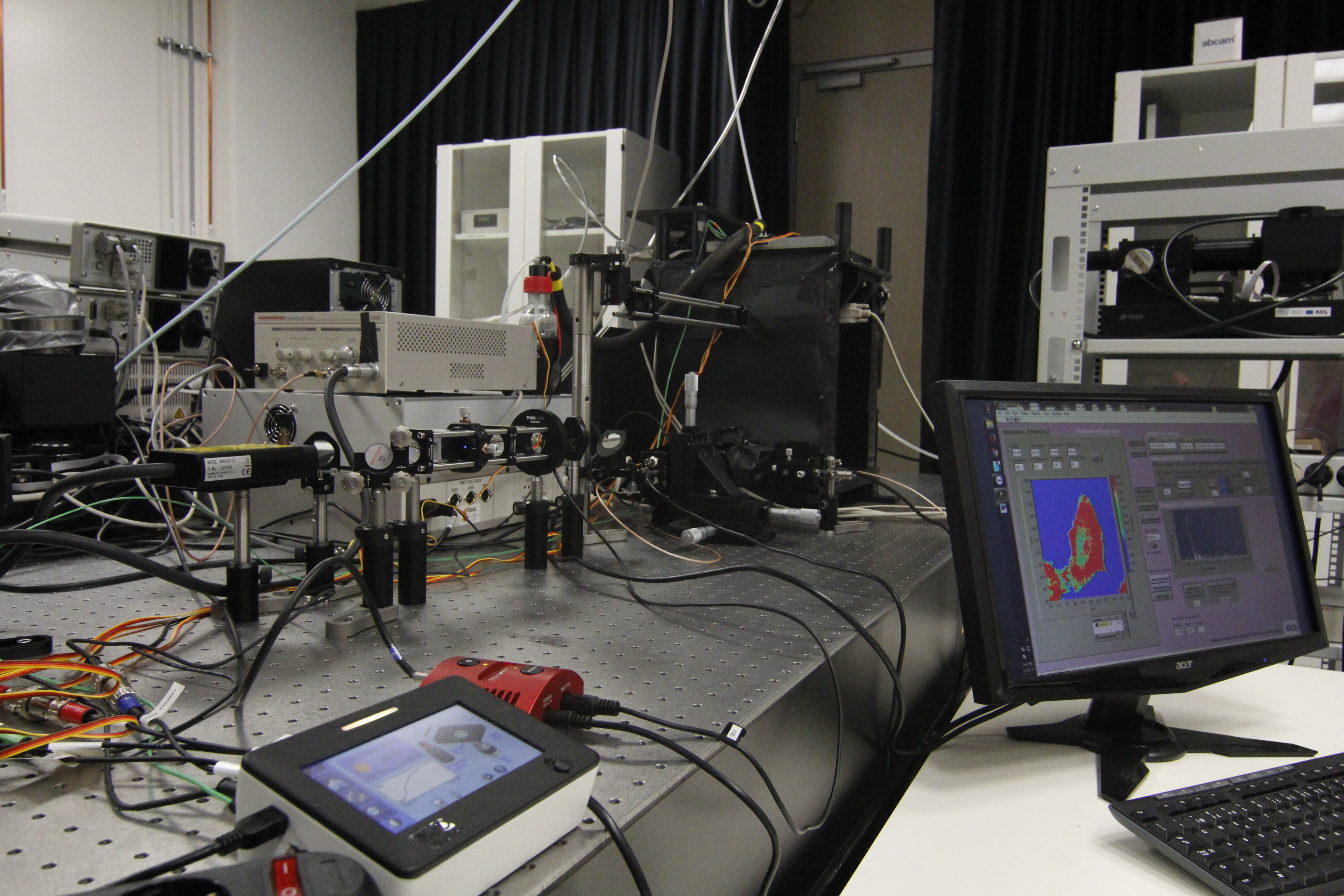 Picture of FLIM Inverted microscope platform